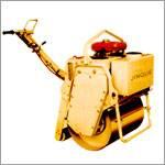 内燃式压路单轮振动机